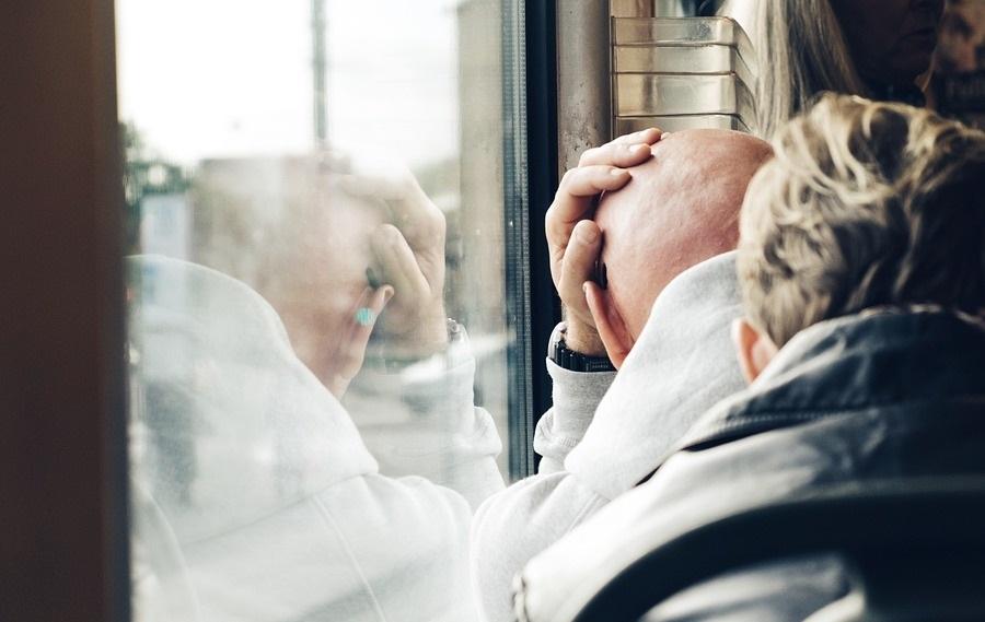 Как парни и девушки переживают расставание
